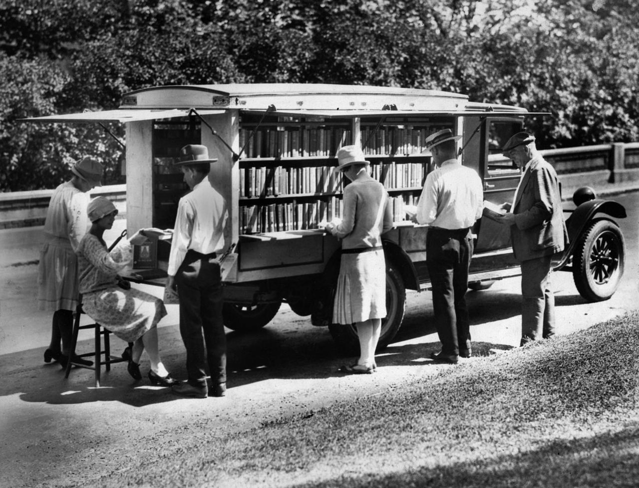 Cincinnati Public Library bookmobile, 1927